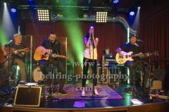"""""""BELL BOOK AND CANDLE"""", v.l.: Andy Birr (Gitarre), Jana Gross (Gesang), Hendrik Roeder (Bass), Record-Release-Konzert zum Album """"Wie wir sind"""" (16.03.2018 bei Electrola / Airforce1 Records) im Privatclub-Berlin, Berlin, 14.02.2018,"""