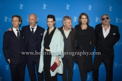 "Tom Schilling (Schauspieler/Actor), Oliver Hirschbiegel (Regisseur/ Director), Friederike Becht (Schauspielerin/ Actress), Joerg Schuettauf (Schauspieler/Actor), Anja Kling (Schauspielerin/ Actress), Ben Becker (Schauspieler/Actor), attends the ""Der gleiche Himmel"" Premiere at the 67th BERLINALE, Berlin, 16.02.2017 [Photo: Christian Behring]"