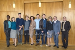 """DEUTSCHLAND 86"", Florence Kasumba, Sonja Gerhardt, Arne Feldhusen, Jonas Nay, Maria Schrader, Florian Cossen, Vladimir Burlakov, Anke Engelke, Uwe Preuss, Sylvester Groth, Photo Call am Set im Stasimuseum Berlin in der Zentrale des MfS, Berlin, 04.12.2017,"