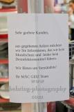 """McGeiz Hinweisschild, """"GESCHLOSSENE GESELLSCHAFT"""", Ring Center, Berlin, 18.03.2020"""