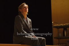 "Bettina Hoppe, ""GOTT"", Berliner Ensemble, Berlin, Deutsche Urauffuehrung am 10.09.2020 (Photo: Christian Behring)"