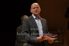 "Martin Rentzsch, ""GOTT"", Berliner Ensemble, Berlin, Deutsche Urauffuehrung am 10.09.2020 (Photo: Christian Behring)"