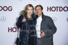 """""""HOT DOG"""", Andre M. Hennicke und Freundin Denise, Roter Teppich zur Welt-Premiere im Cine Star Potsdamer Platz, Berlin, 09.01.2018,"""