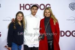 """""""HOT DOG"""", Faye Montana mit ihrer Mutter Anne-Sophie Briest und Lukas Rieger, Roter Teppich zur Welt-Premiere im Cine Star Potsdamer Platz, Berlin, 09.01.2018,"""