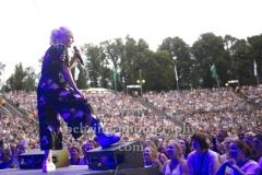 """""""Ina MUELLER und Band"""", """"Ina Mueller singt Draussen - Open Air Konzerte 2018"""", Îna Müller gibt mit gebrochenem Fuß Konzert in der Parkbuehne Wuhlheide, Berlin, 28.07.2018 (Photo: Christian Behring)"""