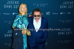 """Angela Freifrau von Schilling und Armin Rohde, """"JUGEND OHNE GOTT"""", Roter Teppich zur Berlin-Premiere im Zoo Palast, Berlin, 22.08.2017 (Photo: Christian Behring)"""