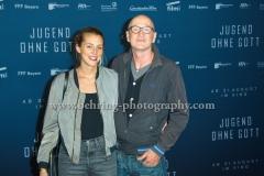 """Leonie Seifert und Peter Lohmeyer, """"JUGEND OHNE GOTT"""", Roter Teppich zur Berlin-Premiere im Zoo Palast, Berlin, 22.08.2017 (Photo: Christian Behring)"""
