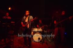 """Kid Colling Cartel"", Kid Colling (Gitarrist, Saenger), David Franco (Bassist), Nicolas Goulay (Keyboarder, nur auf der Tour), Florian Pons (Drummer), Konzert im HANGAR 49,  Berlin, 21.10.2018 (Photo: Christian Behring)"