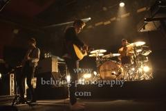 """KODALINE"", Steve Garrigan (Gesang), Mark Prendergast (Gitarre), Vinny May (Schlagzeug), ""Politics Of Living""-Tour, Konzert im ASTRA Kulturhaus, Berlin, 07.10.2018"