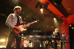"""KODALINE"", Steve Garrigan (Gesang), Mark Prendergast (Gitarre), Jason Boland (Bass) und Vinny May (Schlagzeug), ""Politics Of Living""-Tour, Konzert im ASTRA Kulturhaus, Berlin, 07.10.2018"