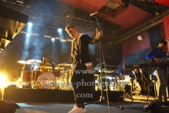 """""""KODALINE"""", Steve Garrigan (Gesang),  Jason Boland (Bass) und Vinny May (Schlagzeug), """"Politics Of Living""""-Tour, Konzert im ASTRA Kulturhaus, Berlin, 07.10.2018"""