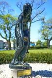 """""""Die Kugelspielerin"""", Skulptur von Walter Schott, im Park vor dem Rathaus Koepenick, """"STADTANSICHTEN"""", Berlin, 06.05.2020"""