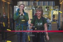 """""""KulturKilometer"""", Endlich am Ziel: Laura und Meik erreichen nach 750 km Fussmarsch das Ziel in Berlin, Photo Call am Admiralspalast, Berlin, 23.06.2020"""