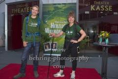"""""""KulturKilometer"""", Endlich am Ziel: Laura Kuhlen und Meik Gudermann erreichen nach 750 km Fussmarsch das Ziel in Berlin, Photo Call am Admiralspalast, Berlin, 23.06.2020"""
