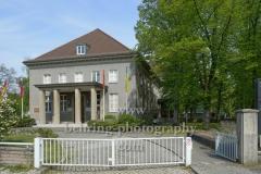 """Deutsch-Russisches Museum, im ehemaligen Offizierscasino wurde in der Nacht vom 8. auf den 9. Mai 1945 die bedingungslose Kapitulation der Deutschen Wehrmacht unterschrieben, """"STADTANSICHTEN"""", Zwieseler Straße in Karlshorst, Berlin, 28.04.2020"""