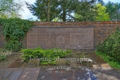 """Zentralfriedhof Friedrichsfelde, Gedenkstätte der Sozialisten, Große Gedenktafel, """"STADTANSICHTEN"""", Berlin, 30.04.2020"""