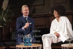"""Max Raabe, Moderatorin, """"Max RAABE und Palast Orchester"""", Praesentation des """"MTV Unplugged""""-Albums im Spiegelsaal, Claerchens Ballhaus, Berlin, 22.10.2019"""