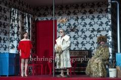 """Kathrin Angerer, Bernd Moss, Martin Wuttke, """"Melissa kriegt alles"""", Deutsches Theater, Berlin, Premiere: 29.08.2020"""