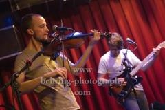 """NO KING. NO CROWN."", Ole Sterz (Violine, Banjo), Hannes Miersch (E-Gitarre), Tour zum 2. Album ""smoke signals"", Konzert im Privatclub, Berlin, 17.02.2019"