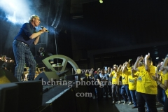 """""""Oliver Onions"""", Guido de Angelis mit Fanclub-Mitgliedern, erstes Deutschland-Konzert seit 30 Jahren, in der Columbiahalle, Berlin, 05.10.2018"""