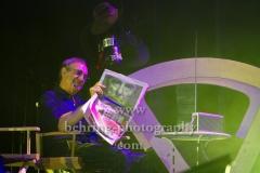"""""""Oliver Onions"""", Guido de Angelis liest Zeitung, erstes Deutschland-Konzert seit 30 Jahren, in der Columbiahalle, Berlin, 05.10.2018"""