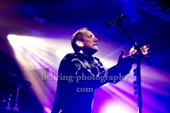 """""""OMD"""", Andy McCluskey (Gesang, E-Bass), Konzert im Huxleys, Berlin, 28.11.2017,"""