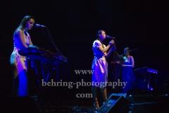 "Kristy Buglass (Gesang, Keyboard), Sophie-Rose Harper (Gesang), Anna Pesquidous (Harfe), ""PARADISIA"", Konzert, Tempodrom, Berlin, 01.06.2019"