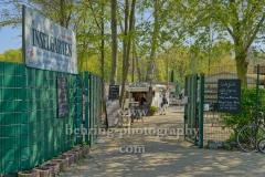 """Eingang zum """"Inselgarten"""" auf der Insel der Jugend im Treptower Park, """"STADTANSICHTEN"""", Berlin, 22.04.2020"""