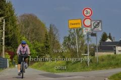 Radfahrer am Ortsausgang, Rabensteiner Forst, Chemnitz, 02.05.2019