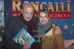 """Leonard Lansink und seine Ehefrau Maren Muntenbeck, """"Roncalli Weihnachtscircus"""" (19.12.19 - 05.01.2020), Photocall am Roten Teppich zur Premiere, Tempodrom, Berlin, 19.12.2019"""
