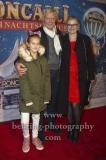 """""""Roncalli Weihnachtscircus"""" (21.12.2018 - 06.01.2019 ), Schauspieler Ruediger Joswig und Begleitung, Photo Call am Roten Teppich zur Premiere, Tempodrom, Berlin, 22.12.2018,"""