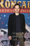 """""""Roncalli Weihnachtscircus"""" (21.12.2018 - 06.01.2019 ), Schauspieler Florian Bartholomaei, Photo Call am Roten Teppich zur Premiere, Tempodrom, Berlin, 22.12.2018,"""