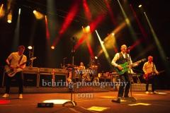 "Richie Malone (Rhythmusgitarre), Francis Rossi (Gesang, Gitarre, Bandleader), Andy Bown (Gesang, Keyboard, Gitarre), John 'Rhino' Edwards (Gesang, Bass, Gitarre), Leon Cave (Schlagzeug), ""STATUS QUO"", Konzert, Tempodrom, Berlin, 03.06.2019"