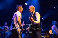 "Richie Malone (Rhythmusgitarre), Francis Rossi (Gesang, Gitarre, Bandleader), ""STATUS QUO"", Konzert, Tempodrom, Berlin, 03.06.2019"