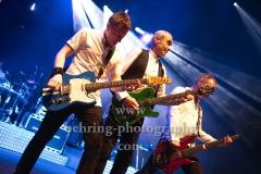 "Richie Malone (Rhythmusgitarre), Francis Rossi (Gesang, Gitarre, Bandleader), John 'Rhino' Edwards (Gesang, Bass, Gitarre), ""STATUS QUO"", Konzert, Tempodrom, Berlin, 03.06.2019"