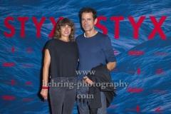 """""""STYX"""" (ab 13. September 2018 im Kino),  Marie Steinmann, Tom Tykwer auf dem Roten Teppich, Premiere im Kino INTERNATIONAL, Berlin, 11.09.2018 (Photo: Christian Behring)"""