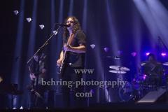 """THE WAR ON DRUGS"", Adam Granduciel (Gesang, Gitarre, Keyboard), David Hartley (Bass), Robbie Bennett (Gitarre, Keyboard), Charlie Hall (Schlagzeug), Konzert, Verti Music Hall, Berlin, 10.12.2018,"
