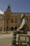 "Bertold-Brecht-Denkmal, Bronze-Plastik  von Fritz Cremer, vor dem Berliner Ensemble, auf dem Bertold-Brecht-Platz, ""STADTANSICHTEN"", Berlin, 04.04.2020"