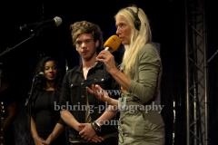"""Radioeins-Musikchefin Anja Caspary praesentiert Tiwayo, """"TIWAYO"""", Konzert beim """"Radioeins Parkfest"""", Park am Gleisdreieck, Berlin, 24.08.2019"""