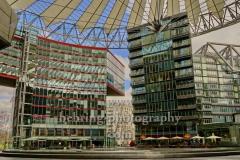 """SONY-CENTER am Potsdamer Platz, """"Geschlossene Gesellschaft wegen Ausgangsbeschraenkungen"""", Berlin, 21.03.2020"""