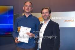 "Preistraeger Karsten Weisgut, Laudator Matthias Matschke, ""XY-Preis 2019"", 18. Preisverleihung, ZDF-Hauptstadtstudio, Berlin, 20.11.2019"