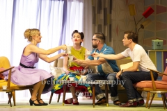 "Judith Richter (Judy), Buerger Lars Dietrich (Marcus), Niklas Kohrt (Johnny), Katrin Hauptmann (Franziska), ""ZUHAUSE BIN ICH DARLING"", Komoedie Am Kurfuerstendamm im Schiller Theater, Berlin, Deutsche Erstauffuehrung am 04.08.2019 (Photo: Christian Behring)"