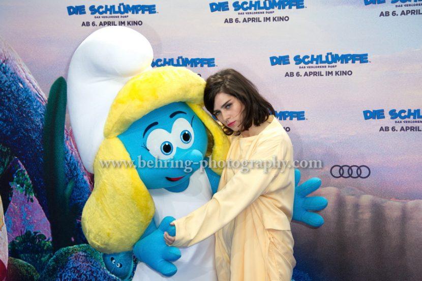 """""""Die Schluempfe"""", Nora Tschirner, Premiere im Cinestar im SONY Center, Berlin, 02.04.2017"""