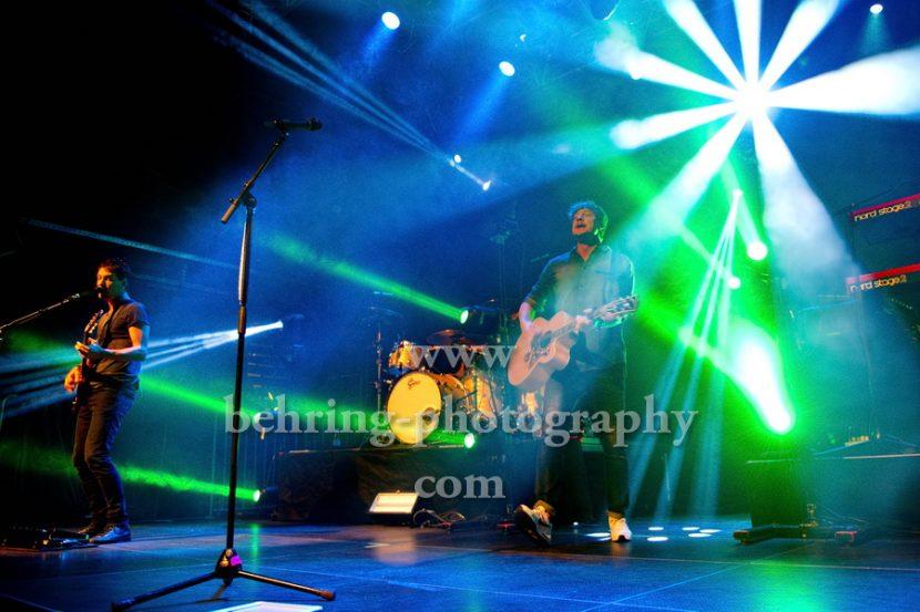 "Sunrise Avenue, Samu Haber (Gesang, Gitarre), Raul Ruutu (Bass), Sami Osala (Schlagzeug), Riku Rajamaa (Lead-Gitarre), Osmo Ikone (Keyboard), ""Heartbreak Century""-Tour 2017, Konzert im Kesselhaus, Berlin, 06.11.2017,"