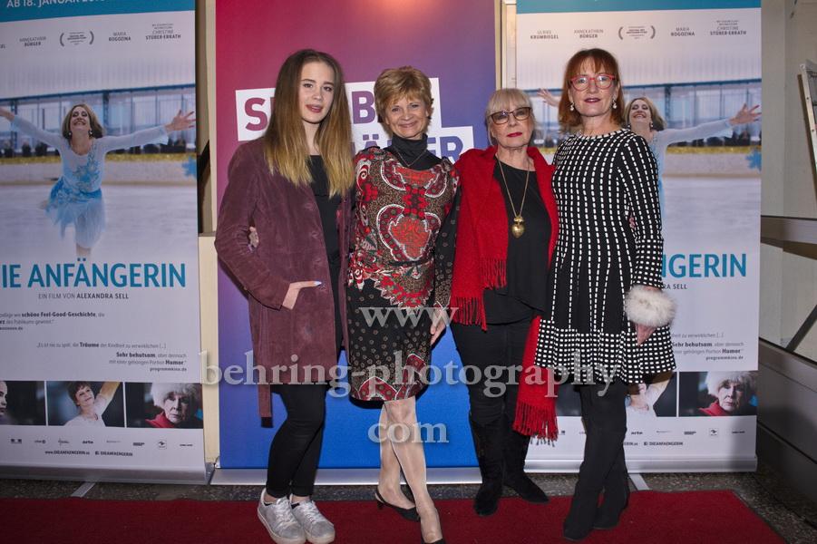 Die Anfängerin, Maria Rogozina, Christine Stueber-Errath, Annekathrin Buerger, Ulrike Krumbiegel, , Photo Call zur Sondervorfuehrung im TONI, Berlin, 15.01.2018,