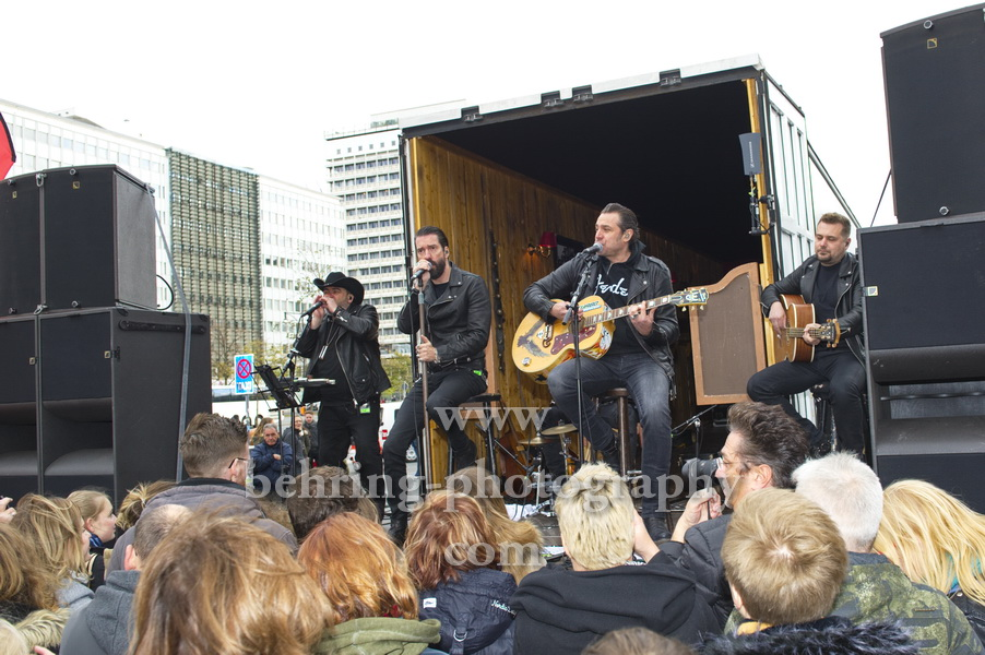 The BossHoss, SECRET Guerilla Aktion, vor dem ParkIn Hotel, Berlin, 27.10.2018
