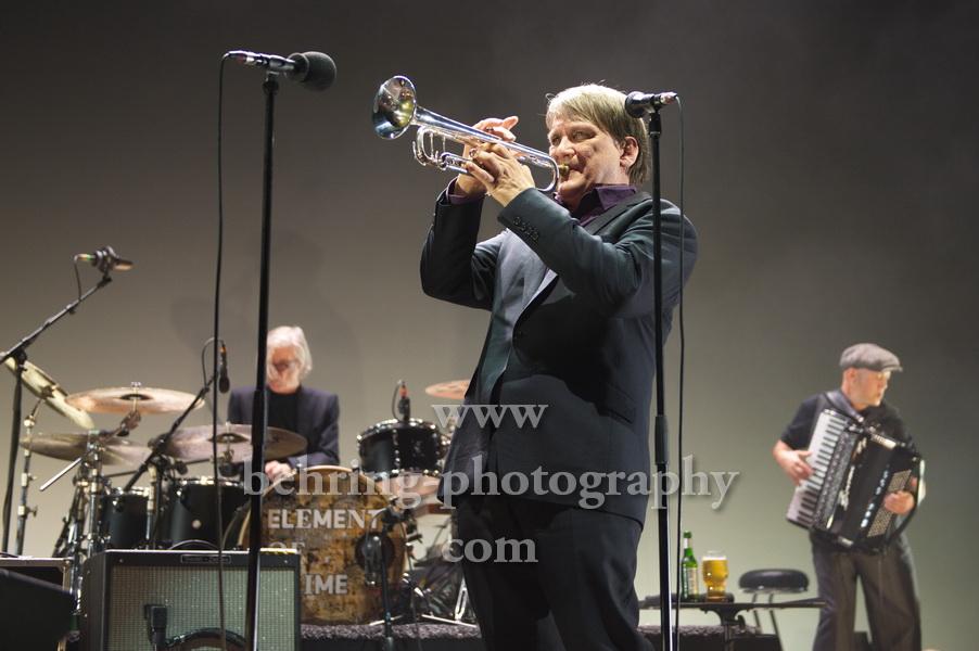 Sven Regener an der Trompete, ELEMENT OF CRIME, Konzert im Tempodrom, Berlin, 23.05.2019