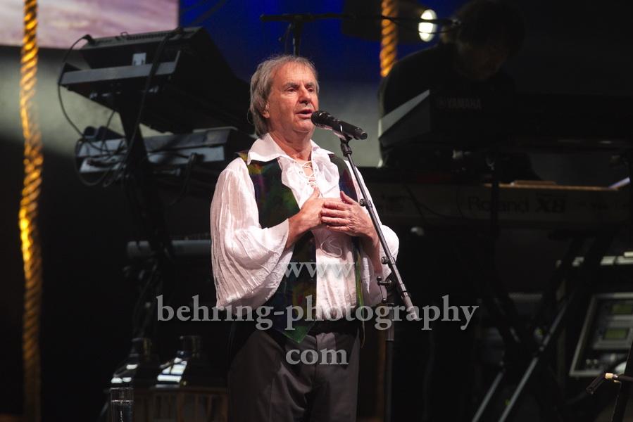 """""""Chris de BURGH"""", Live werden zwei seiner Top-Alben komplett gespielt: """"Into The Light"""" und """"Moonfleet & Other Stories"""", Konzert im Admiralspalast, Berlin, 11.11.2019"""