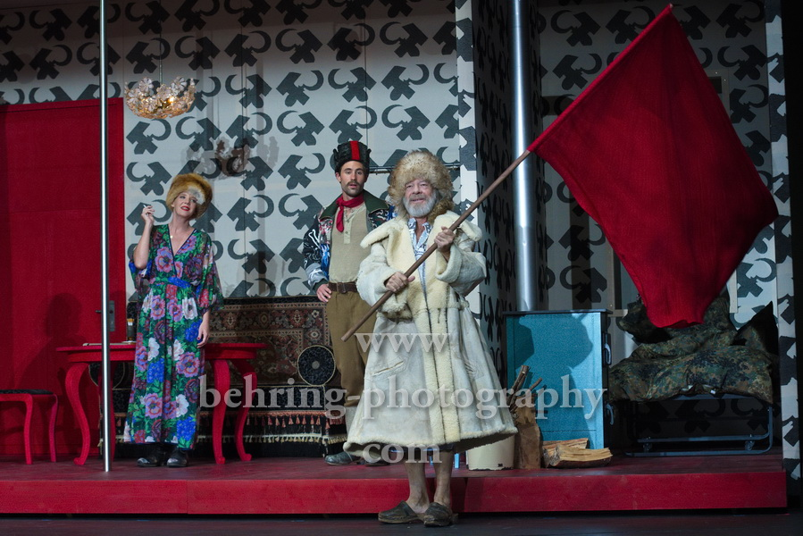 "Jeremy Mockridge, Katrin Wichmann, Martin Wuttke, ""Melissa kriegt alles"", Deutsches Theater, Berlin, Premiere: 29.08.2020"