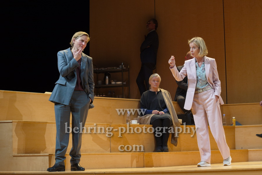"Judith Engel, Josefin Platt, Bettina Hoppe, ""GOTT"", Berliner Ensemble, Berlin, Deutsche Urauffuehrung am 10.09.2020 (Photo: Christian Behring)"